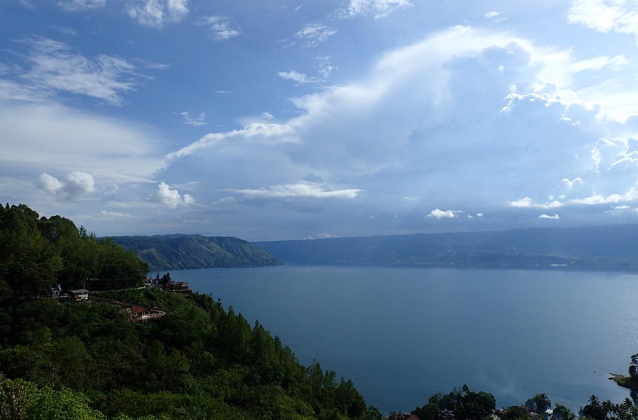 Bikelah Lake Toba Howei Cycling Indonesia