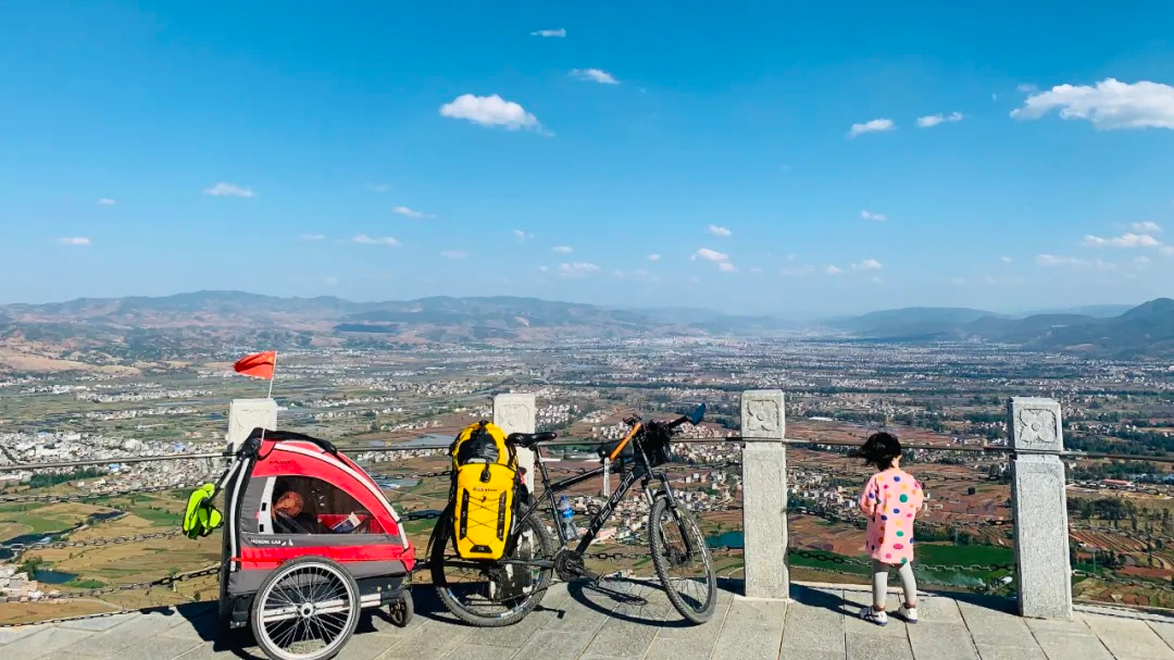 Single dad takes 4 years old daughter on a 71 days bicycle trip